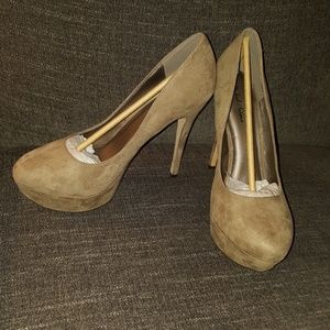 "Taupe Heels, 5"", 10 - NEW"